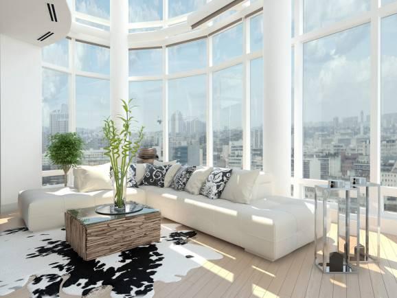 Sala com janelas de vidro