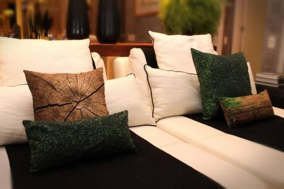 almofadas madeira cama