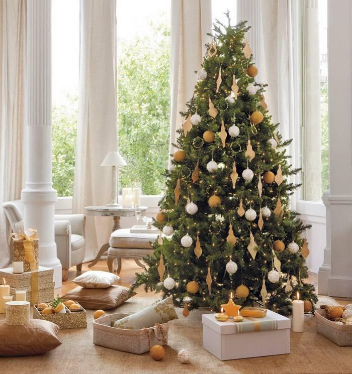 Decoração de Natal dourado e branco