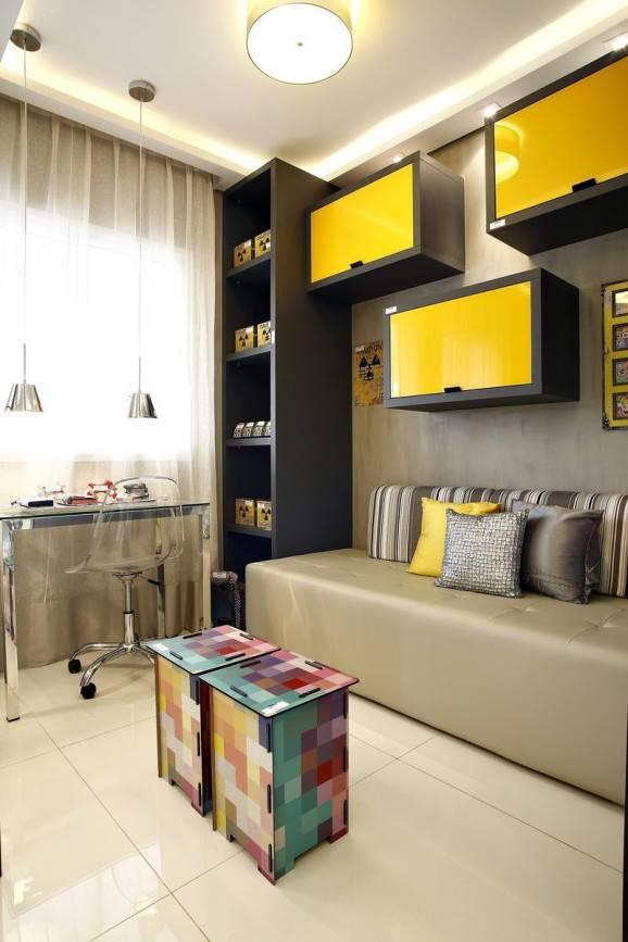 Cadeira de acrílico cubas amarelas