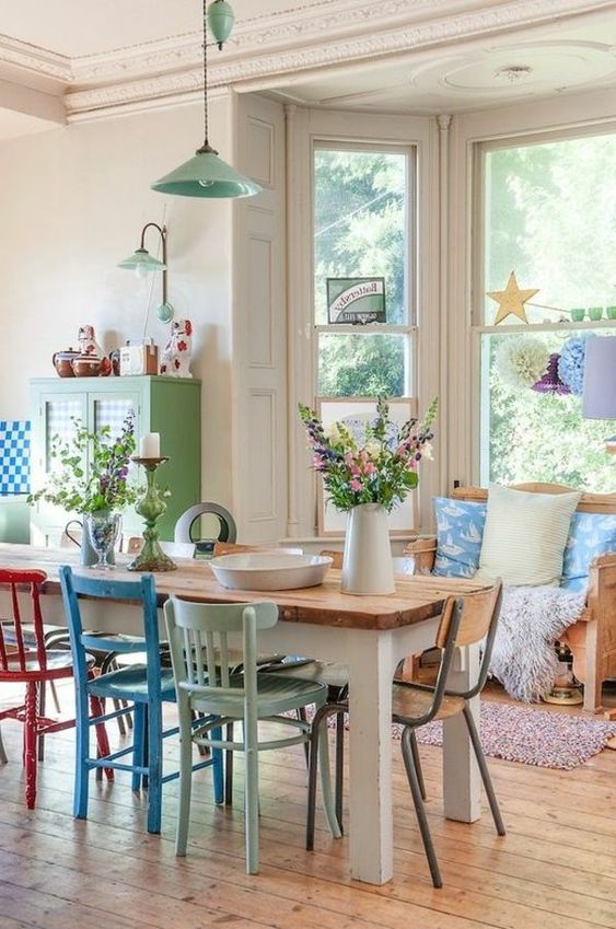 Mesa de jantar com cadeiras reformadas
