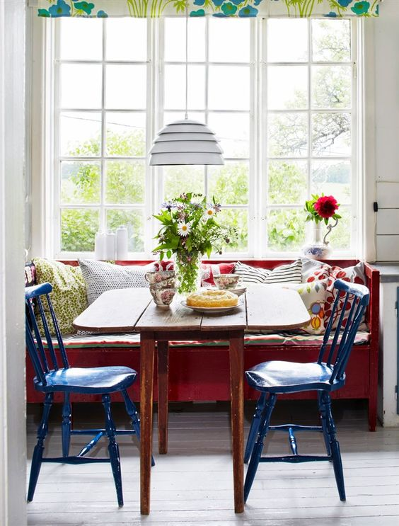 Reforma de cadeira azul para mesa de cozinha