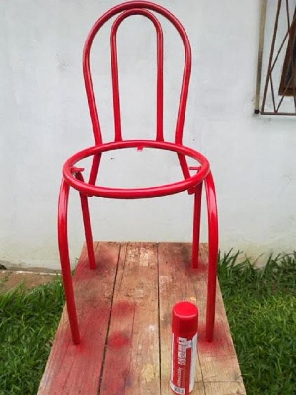 Reforma de cadeira com tinta