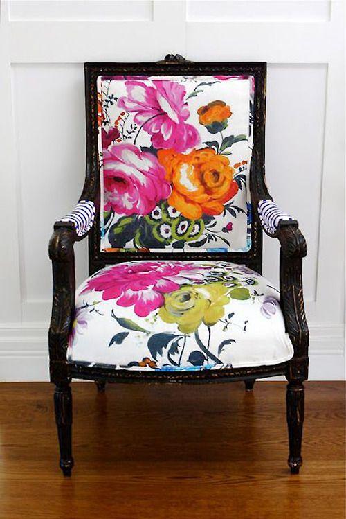 Reforma de cadeira e poltrona criativa com estampas florais