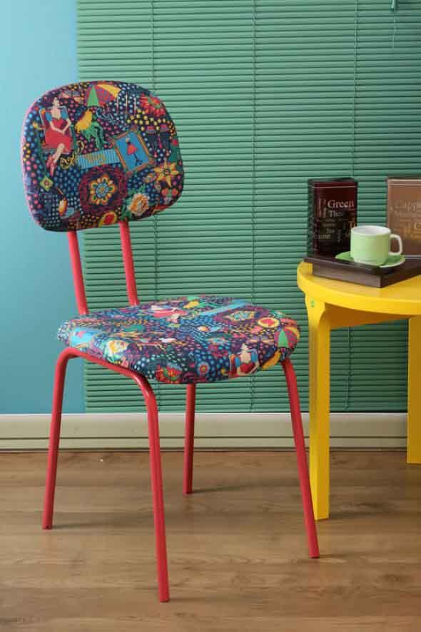 Reforma de cadeira escritório vermelha e estampa