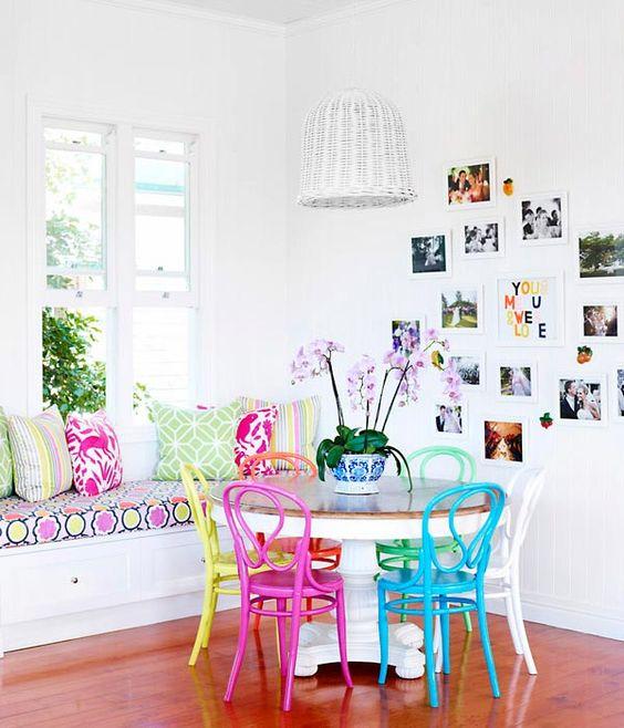 Sala de jantar colorida com reforma de cadeira moderna