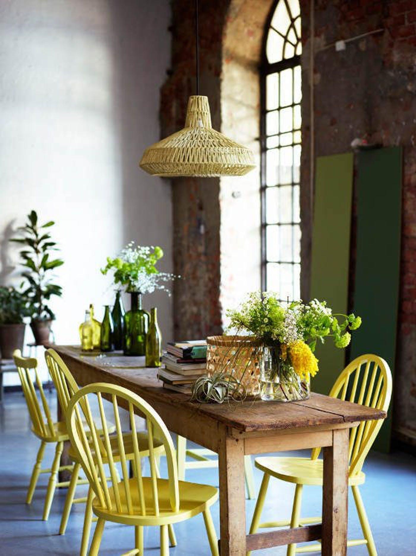Mesa pé palito na cozinha moderna