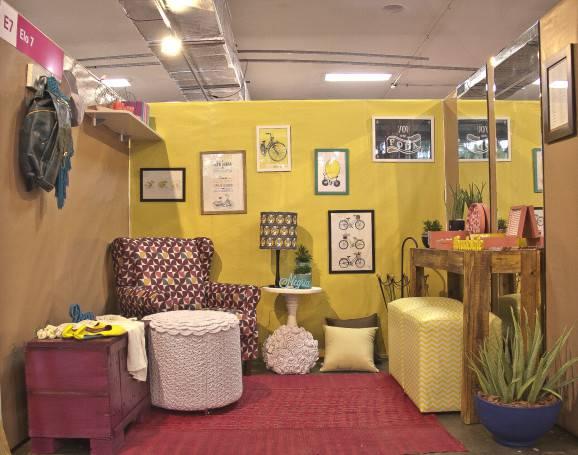 sala poltrona puff quadro vintage paralela