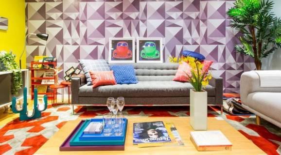 sala papel de parede e adesivos sofá cinza