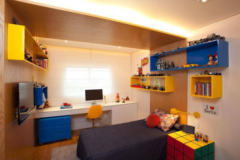 quarto infantil colorido azul amarelo cubas