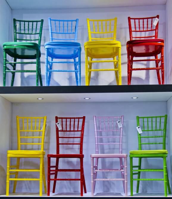 gift fair cadeiras coloridas