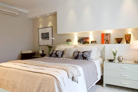 Decoração para quarto de casal clean  cama king criado mudo