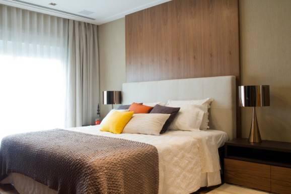 Decoração para quarto de casal cama king quarto amplo  clean