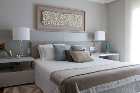Decoração para quarto de casal amplo almofadas clean