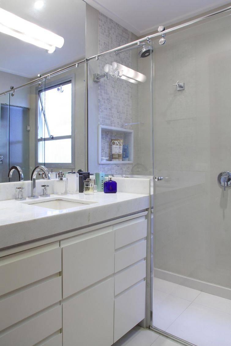 Gabinete para Banheiro 6 Dicas + 40 Fotos Lindas -> Banheiro Pequeno Com Banheira E Chuveiro Juntos
