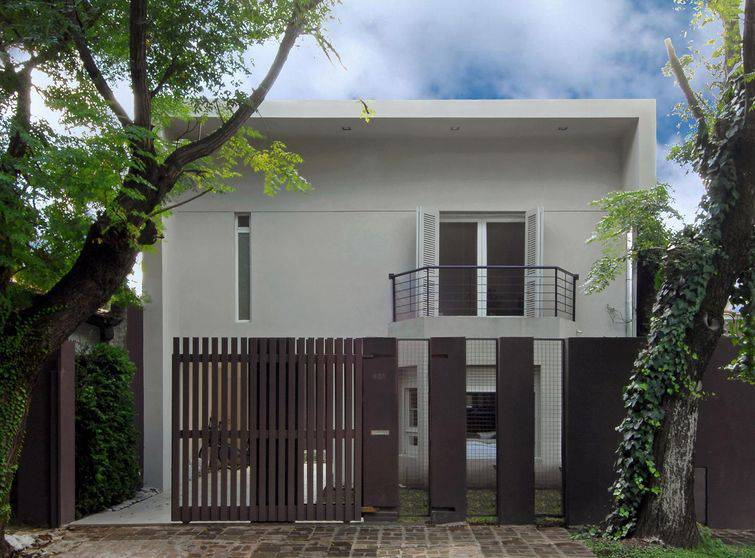 fachadas de casas com sacada