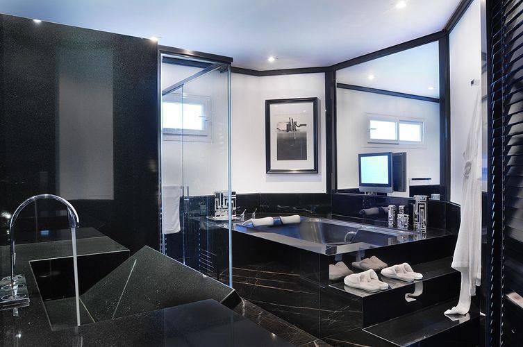 Piso preto para banheiro