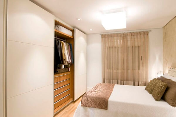 Guarda roupa planejado em quarto de casal