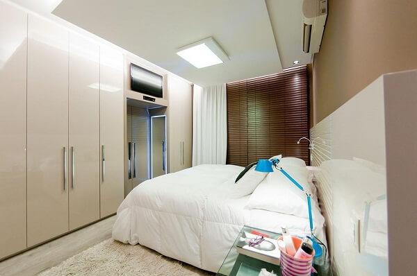Guarda roupa planejado sofisticado para quarto de casal