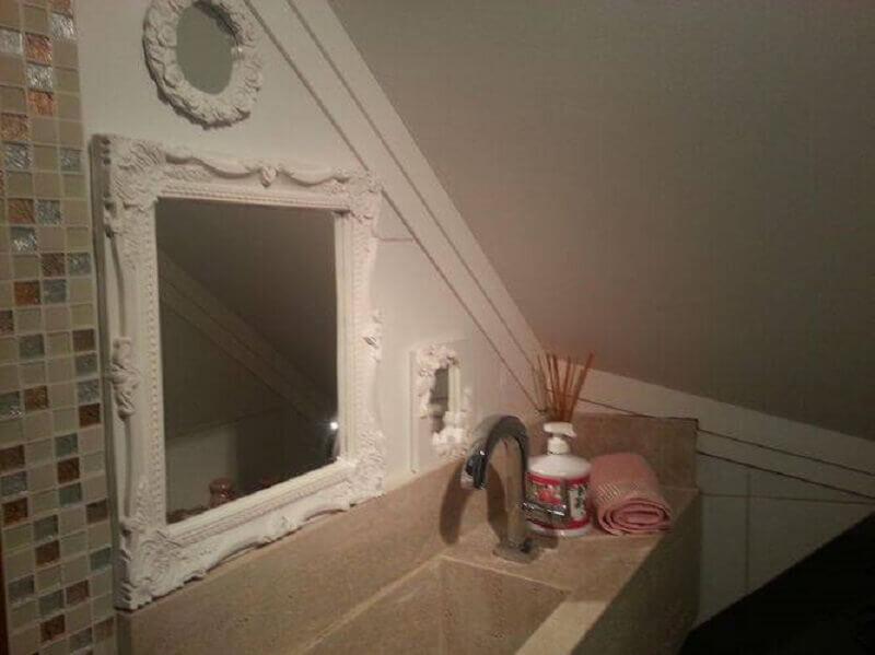 banheiro pequeno embaixo da escada Foto Viva Decora