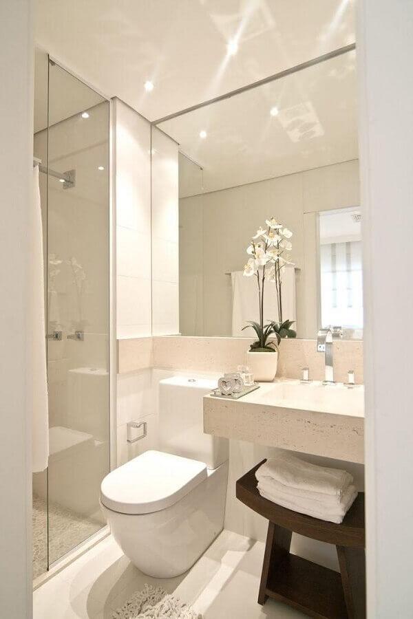 decoração clean para banheiro pequeno com bancada de mármore e pia esculpida Foto Decostore