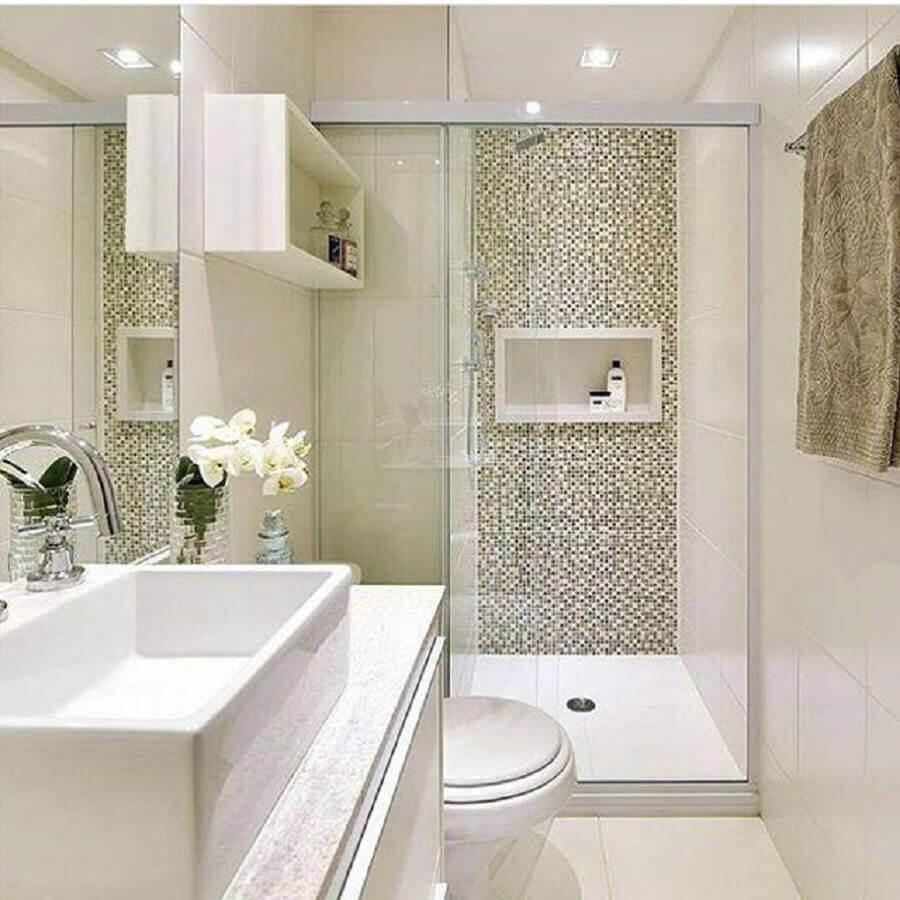 decoração clean para banheiros pequenos com pastilhas Foto Mayla Mikaelian e Bianca Freitas