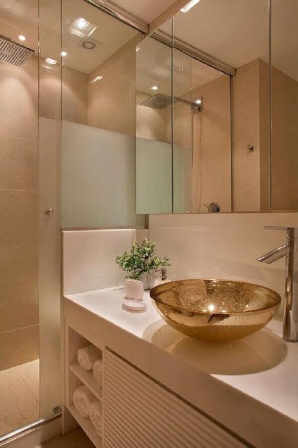 decoração de banheiro pequeno com cuba dourada e espelheira Foto Bathroom Decoration