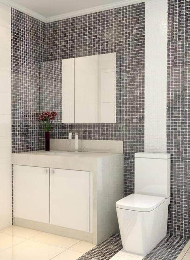 decoração para banheiros pequenos com pastilhas e espelheira Foto Jonathan Machado