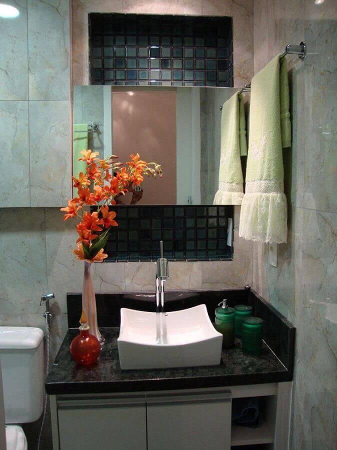 decoração simples para banheiros pequenos com pastilhas Foto Marli Rodrigues