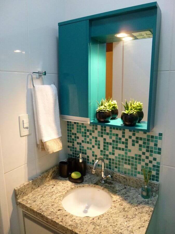 decoração simples para banheiros pequenos com pastilhas verdes Foto Thomas Barros