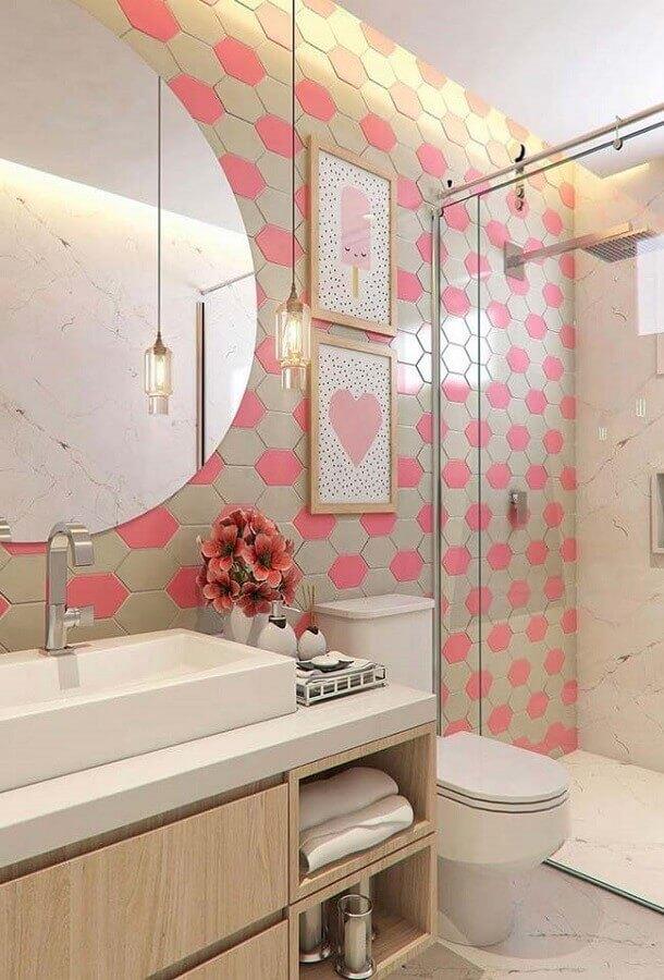 gabinete para banheiro pequeno com luminária pendente e espelho redondo Foto Wood Save