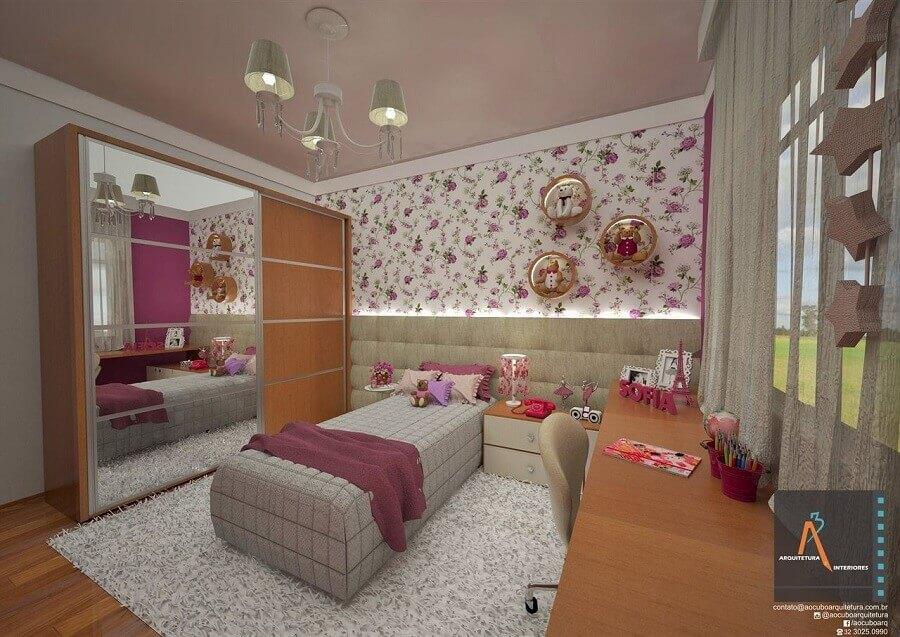 lustres para quarto feminino decorado com papel de parede floral