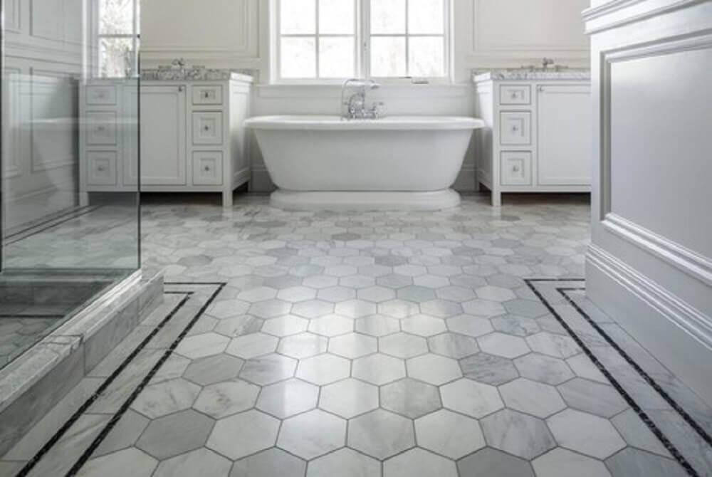 pisos geométricos para banheiro