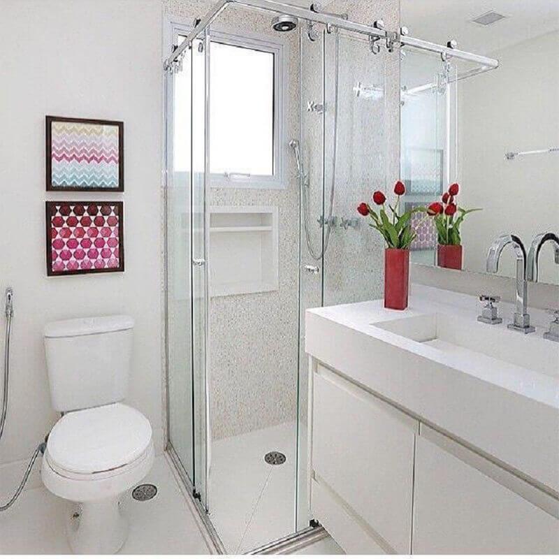 quadrinhos decorativos para banheiro pequeno todo branco Foto Duda Senna