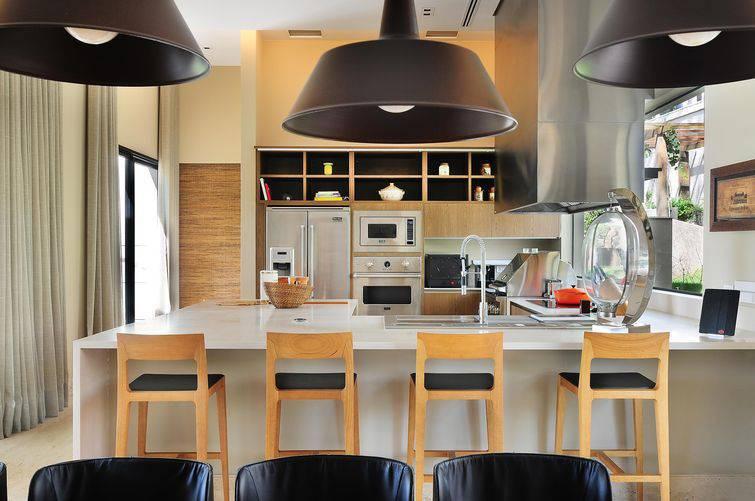 Banquetas para cozinha de madeira acolchoada