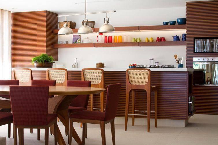 Banquetas para cozinha são opção para casa pequena