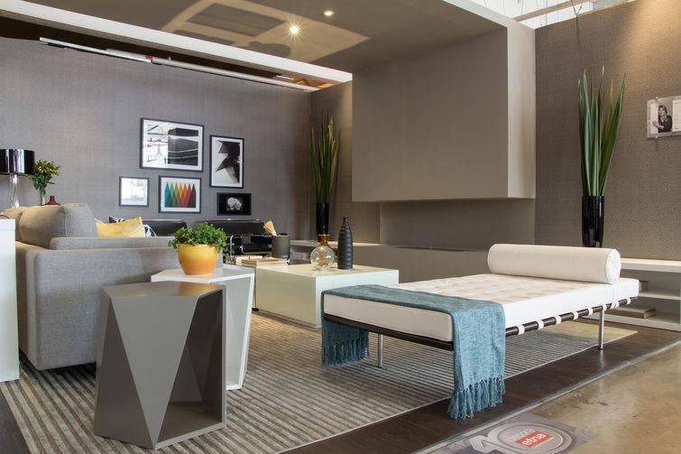 Sala de estar decorada com imagens lindas de paisagens