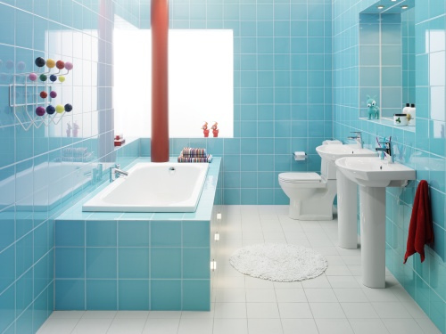 Azulejos para banheiro pintado em azul