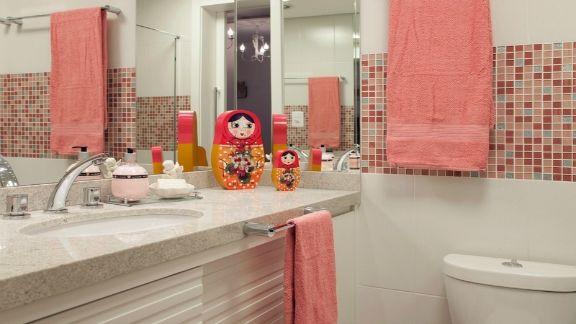 Azulejos para banheiro rosa em banheiro de menina
