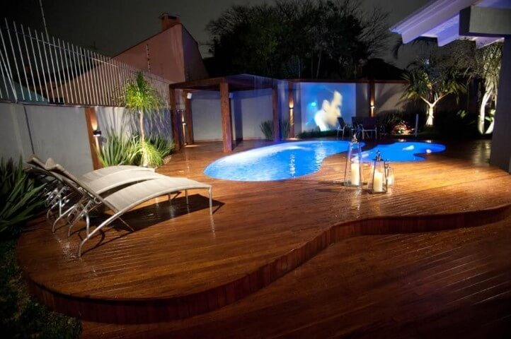 Piscinas pequenas com deck de madeira Projeto de Paulinho Peres
