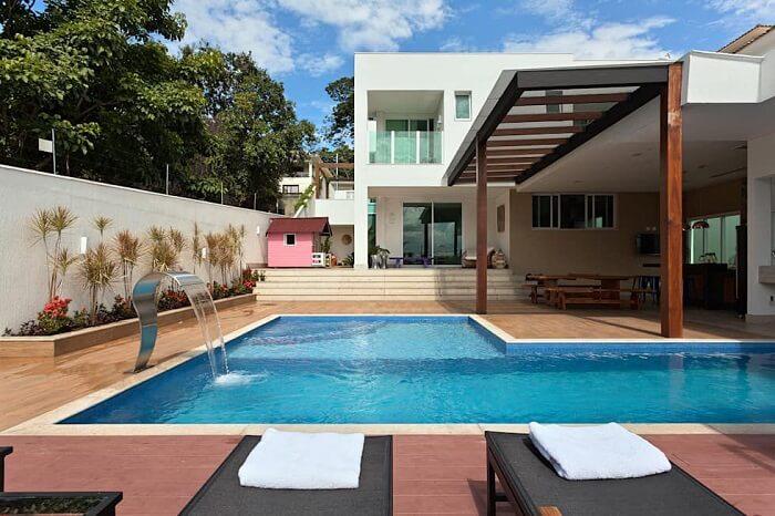 Projeto de casas com piscinas e cascatas