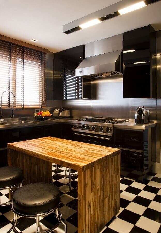 bancada de cozinha preta feita em inox Foto Toninho Noronha