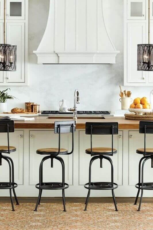 banquetas para cozinha americana com estilo clássico
