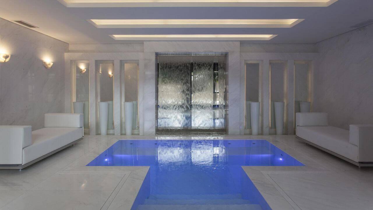 casas com piscina coberta cascata e mármore jayme bernardo 68365