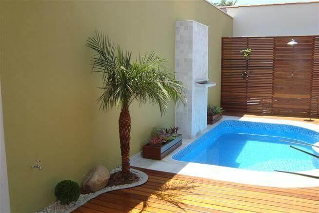 casas com piscina pequena e deck de madeira kelly petillo 54877