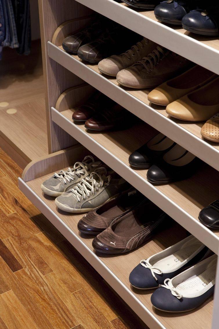 Como arrumar o guarda-roupa e o closet para o espaço render