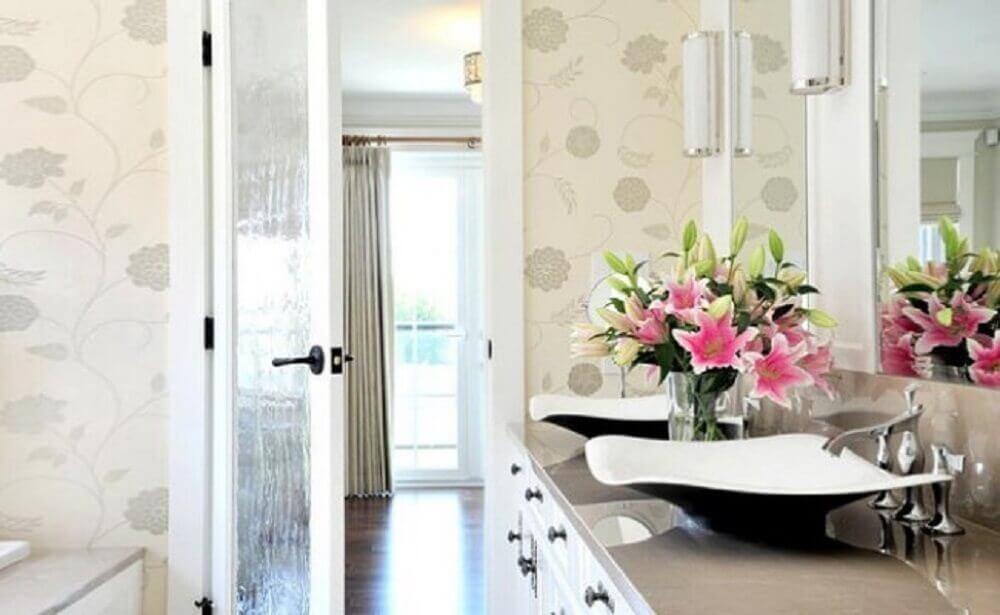 decoração banheiro com flores