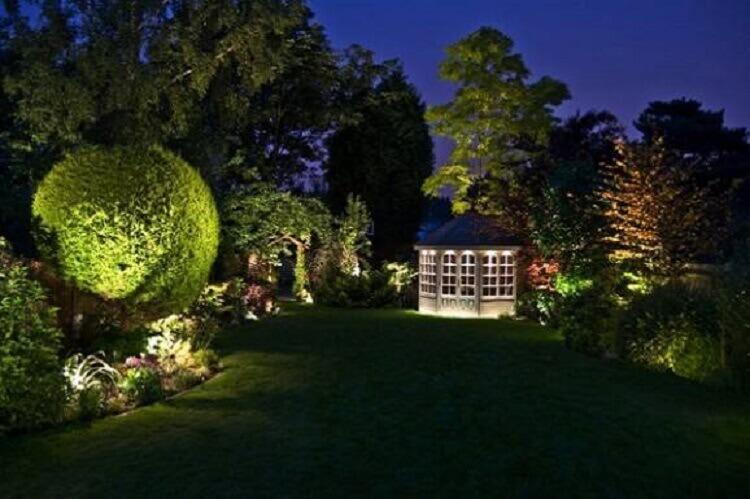 iluminação de jardim lindo