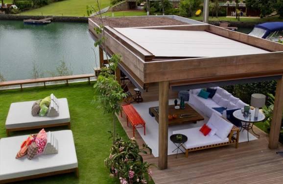 Área de lazer com piscina, sofisticação do lado de fora