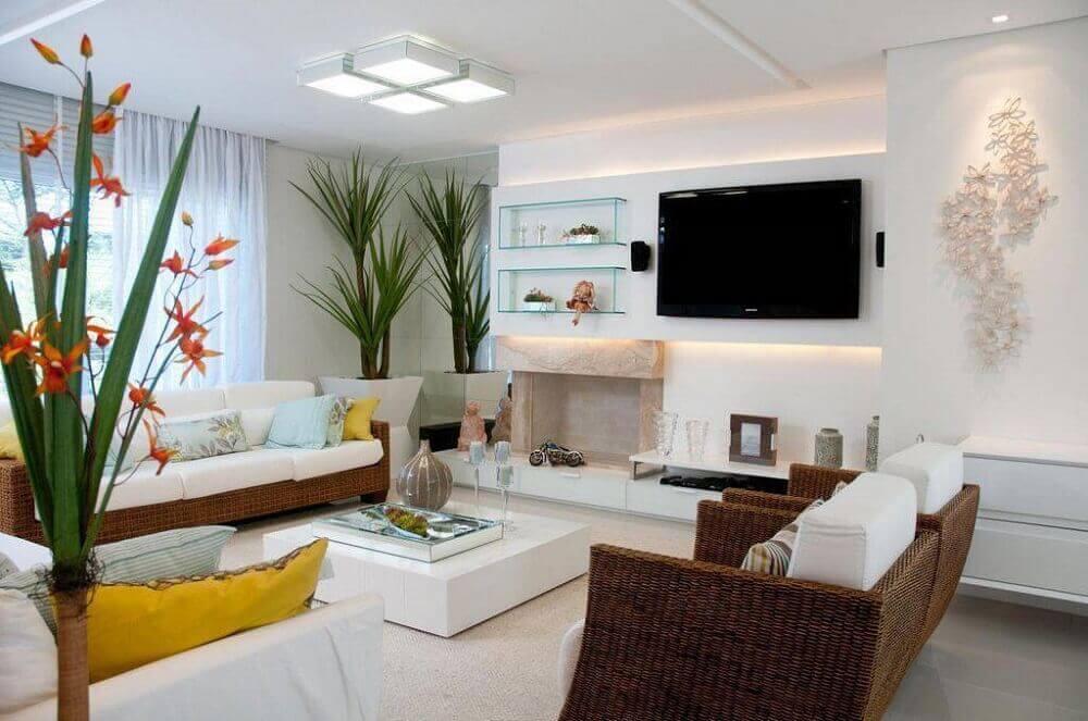 sala de estar com luminária de teto plafon